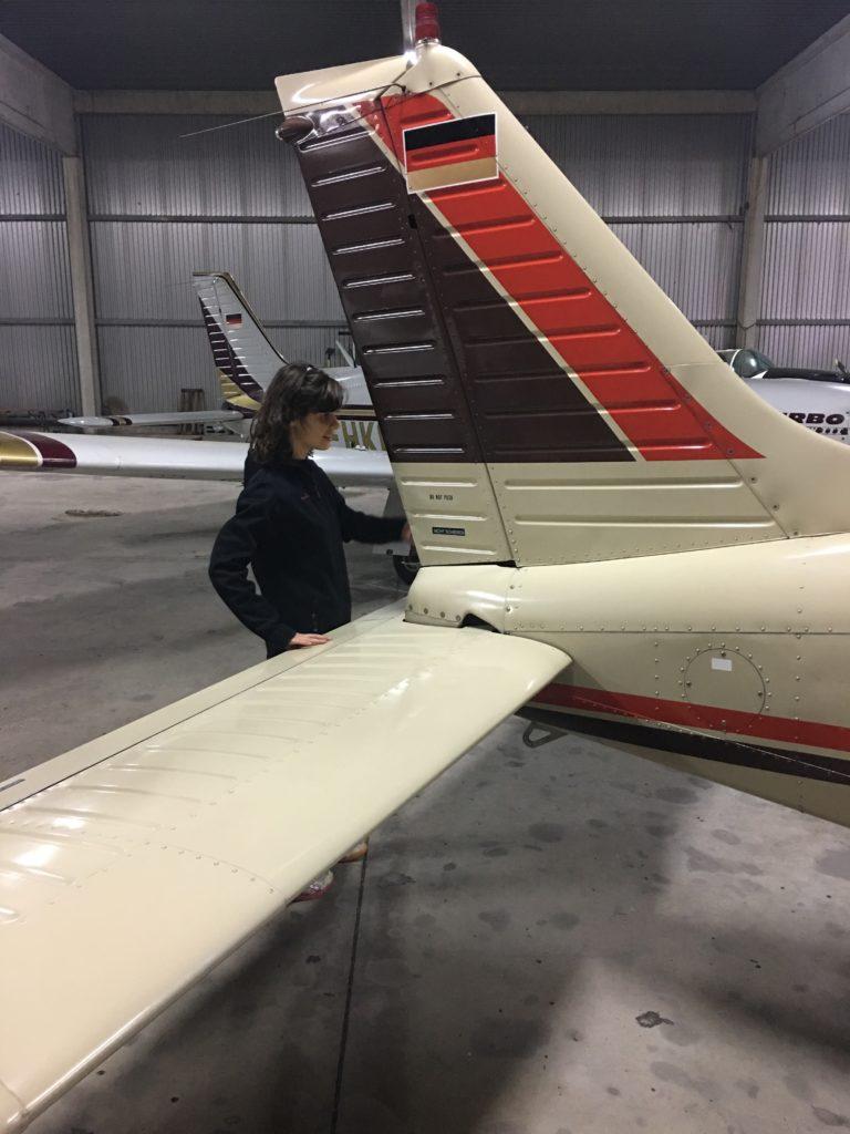 Anschauen des Flugzeugs