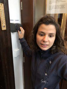 Kerstin findet den Zimmerschlüssel