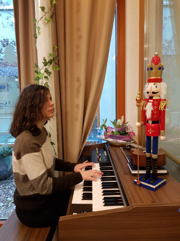 kerstin peters spielt klavier