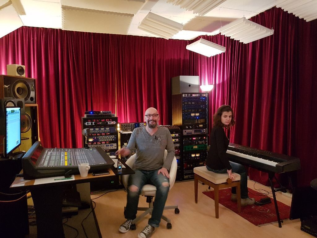 Im Tonstudio - Kerstin am Piano