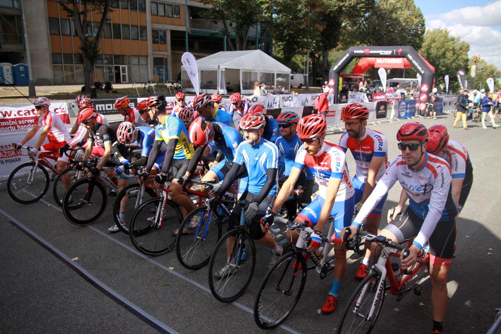 Startaufstellung vor dem Straßenrennen